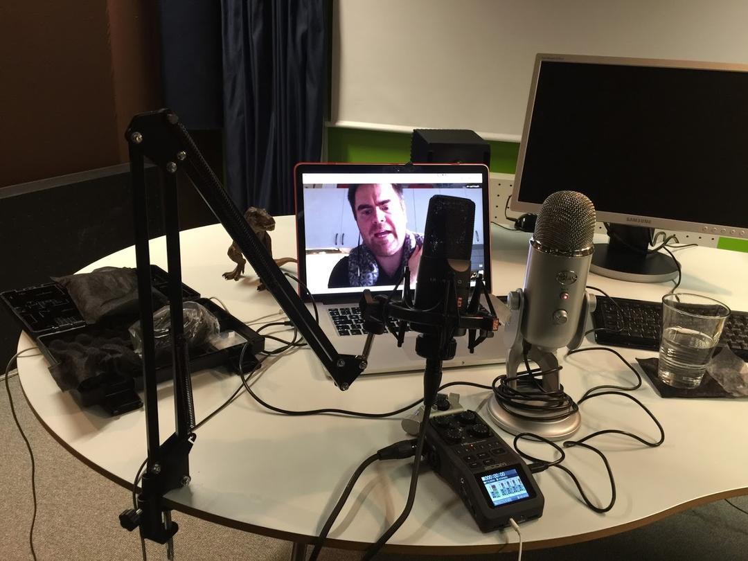Inspelningen av Digitalsamtals pilotavsnitt, från Carls perspektiv.