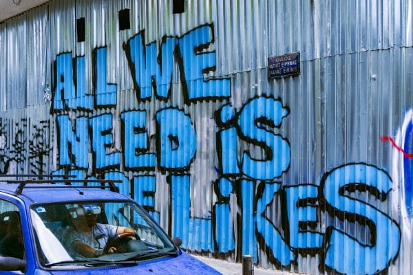 """Grafitti med texten """"All we need is more likes"""""""